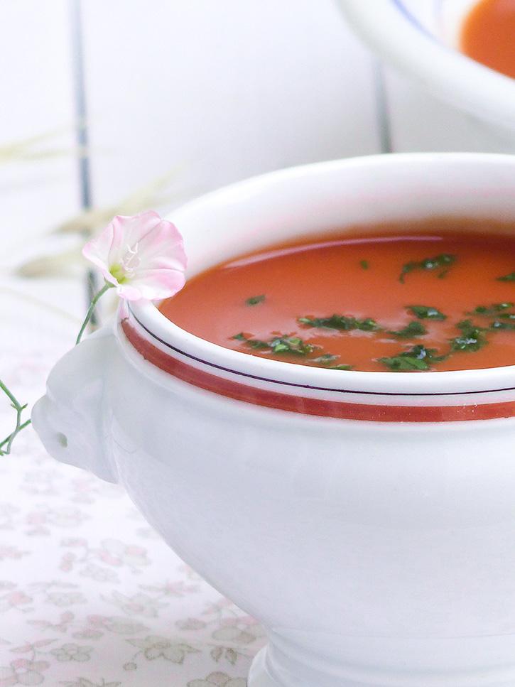 Gaspacho aux légumes et herbes fraîches