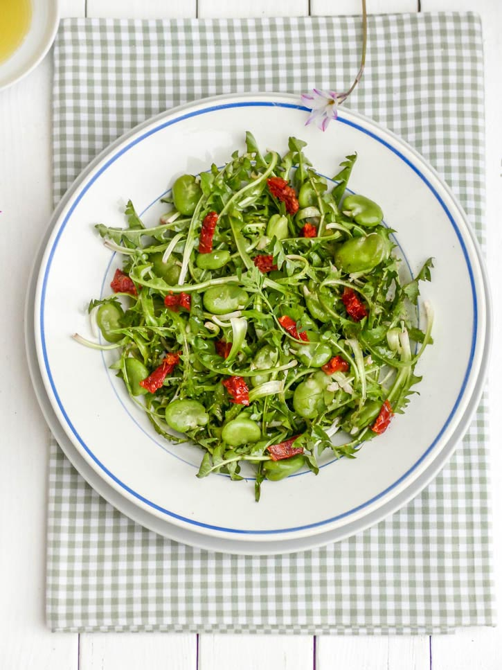 Salade de pissenlits aux fèves