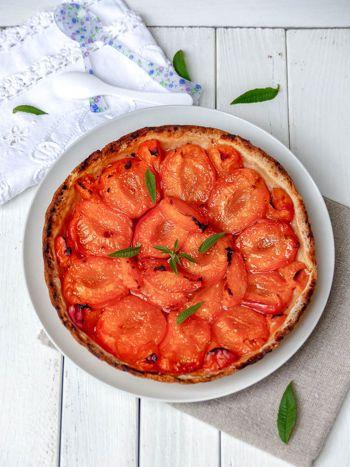 Tarte aux abricots, amandes et verveine