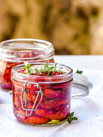 Tomates confites aux herbes aromatiques
